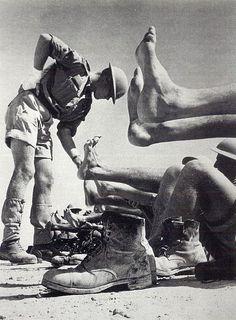 Inspección de piés de la septima división de la Armada en el Norte de África.II Guerra Mundial.