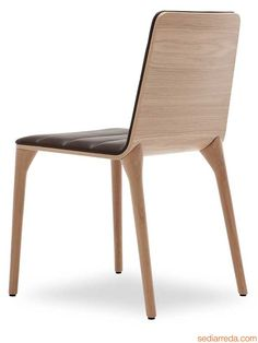 Pit W | Moderner Stuhl aus Holz und Leder von Tonon