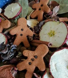 Dried Apples, Cinnamon Apples, Cinnamon Sticks, Country House Design, Bay Leaves, Ginger Cookies, Potpourri, Gingerbread Cookies, Desserts
