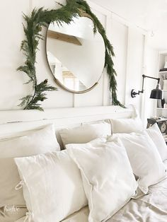 Simple and elegant Scandinavian farmhouse style Christmas bedroom decor. White linens antique gold mirror faux cedar garland and tons of white pillows! Treatment Projects Care Design home decor Farmhouse Style Bedrooms, Farmhouse Style Kitchen, Farmhouse Decor, Farmhouse Design, Christmas Bedroom, Christmas Home, Christmas Decor, Elegant Christmas, Simple Christmas