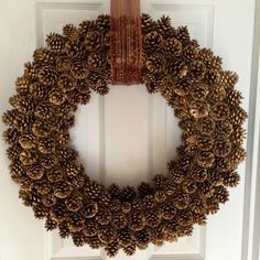The tutorial for a pinecone wreath is incredibly simple – take your wreath form and glue or attach the pinecones in some other way. Description from shelterness.com. I searched for this on bing.com/images