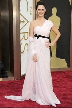 Penélope Cruz in Giambattista Valli Haute Couture  http://fashionallovertheplace.blogspot.it/2014/03/86th-academy-awards-best-dressed.html