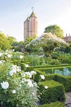 The White Garden at Sissinghurst. ©NTPL/Jonathan Buckley Today Sissinghurst Castle is known for its stunning garden, created by Vita Sackville-West and Harold Nicolson in the middle of the twentieth century. Vita Sackville West, Sissinghurst Garden, Gray Garden, Shade Garden, Landscape Design, Garden Design, Parks, Famous Gardens, English Country Gardens