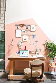 13 a modern home office and crafting space with a geometric color block wall in pink for a cute look - DigsDigs Space Projects, Diy Projects, Diy Home Decor, Room Decor, Workspace Inspiration, Block Wall, Room Organization, Woodworking Organization, Decoration