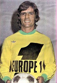 HENRI MICHEL 1976-77 NANTES Retro Football, Football Shirts, Fc Nantes, Graphic Sweatshirt, Sweatshirts, Sports, Sweaters, Fashion, Palm Plants