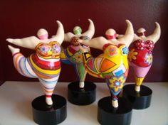 Dikke dame/Little fat lady Made bij Froukje van der Wal www Paper Mache Sculpture, Pottery Sculpture, Quilling Paper Craft, Paper Crafts, Clay Projects, Projects To Try, African Pottery, Plus Size Art, Fat Art