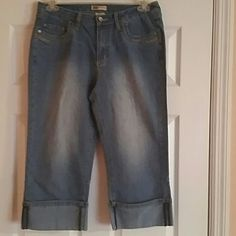 Jeans Capri Almost new, unbelievable cute light  color jeans  capri. Have a big cuffs with split on back that makes it looks so good plus material has stretch that helps you  looks of you best. Faded Glory Jeans Ankle & Cropped