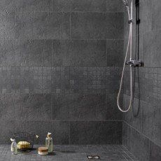 The most beautiful wall tiles for a bathroom deco Grey Bathroom Floor, Mosaic Bathroom, Bathroom Plants, Bathroom Towels, Bathroom Flooring, Bathroom Remodeling, Ideal Bathrooms, Grey Bathrooms, Beautiful Bathrooms