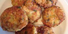 Cheesy Cauliflower Pancakes Are Beyond Deliicious Zucchini Fritters, Cheesy Cauliflower, Cauliflower Recipes, Vegi Burger, Yummy Drinks, Yummy Food, Saveur, Casserole Recipes, Kitchens