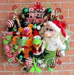 Magnificent Muppets Merry Christmas Wreath pre-lit, Peppermint, Fozzie Bear, Kermit the Frog, Miss Piggy, Popcorn garland, Peppermint