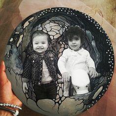 Anneler gününde, eski fotoğraflardan oluşturduğum anı panolarıyla annelerini düşünen güzel çocukların annelerine hediyesi... ���� . . .  Bütün annelerin anneler gününü kutluyorum. Anneler cennet ayaklarınızın altındadır... #mom #annelergünü #annelergunu #canımannem #kisiyeozel #sanat #adana #istanbul #kisiyeozelhediye #love #london #paris #roma #mutluyumcunku #huzur #askvar #modadunyasi #fashion #decoration #homedesign #homesweethome…