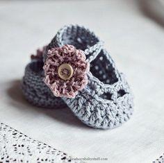 Crochet Child Booties Crochet concepts/designs. Nice Crochet web site with patterns/tutorials.   Crochet Baby Booties