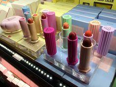 ソウル買倒れツアー(続)東大門卸市場めぐり。コスメ卸、ミニ扇風機、ヤクルト限定パックまで!   アラフォーから韓国マニアの果てなき野望! Lipstick, Beauty, Lipsticks, Beauty Illustration