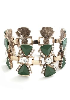 Bows for Photos Bracelet. What takes a photoshoot from fun to all-out fab? #green #modcloth