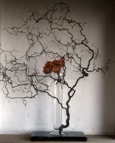 original Ikebana art, Japanese flower arrangement, by Baiko Ikebana Flower Arrangement, Ikebana Arrangements, Floral Arrangements, Arte Floral, Japanese Flowers, Japanese Art, Flower Show, Flower Art, Photo Fruit
