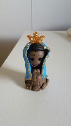 Nossa Senhora Aparecida em biscuit, polymer clay, massa fria, kawaii, acesse: Facebook /Ateliê das Jorge