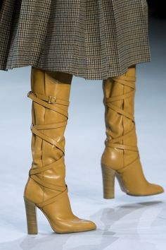 Celine Fall 2019 Fashion Show Details. Designer ready-to-wear looks from Fall 2019 runway shows from Paris Fashion Week Bootie Boots, Shoe Boots, Women's Shoes, Shoes Sneakers, Winter Mode, Fall Winter, Fashion Week Paris, Fall Shoes, Womens Shoes Wedges
