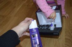 córka wykorzystuje moment kiedy mama prezentuje szampon Vichy Dercos Neogenic i wyciąga swój ulubiony aplikator...:)
