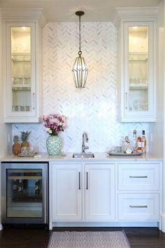 30 Elegant White Kitchen Design Ideas for Modern Home Home Design, Design Design, Backsplash Herringbone, Herringbone Pattern, Architecture Restaurant, Restaurant Interiors, Sweet Home, Butler Pantry, Cuisines Design