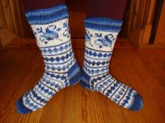 Knitting Socks, Hand Knitting, Knit Socks, Cool Socks, Awesome Socks, Boot Toppers, Sock Shoes, Knit Patterns, Mittens