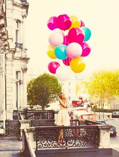 I love that the balloons pop do much i wanna take a pic like this