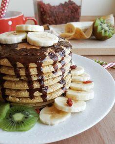 Après les pancakes à la banane, je vous propose larecette des pancakes aux flocons d'avoine! Toutmoelleux, tout bons, avec en primeunindice de satiété élevé, parfait pour éviter les frin…