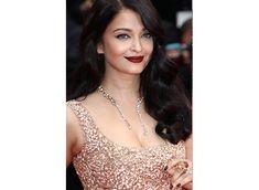 Aishwarya Rai Bachchan dazzles in gold at Cannes 2016 Deep Red Lips, Aishwarya Rai Bachchan, Winged Eyeliner, Cannes, Gold, Fashion, Moda, Fashion Styles, Aishwarya Rai