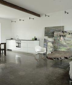 Decoración de Estudio en el Hogar: Un Espacio para el artista en Dinamarca http://www.bonitadecoracion.com/2012/10/espacio-trabajo-trabajar-casa-decorar-diseno-concreto-simple-pequeno.html
