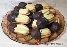 Τα πιο αφράτα πτι φουρ #sintagespareas #mpiskota #petitfours Greek Sweets, Greek Desserts, Greek Recipes, Desert Recipes, Vegan Desserts, Food Network Recipes, Cooking Recipes, The Kitchen Food Network, Greece Food