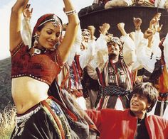 Chaiyya chaiyya - great song and dance sequence - filmed on moving train!
