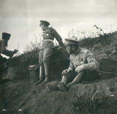 Tsarevich Alexei Nikolaevich e seu pai o Tsar Nicholas II próximo ao Dnieper em 1916.