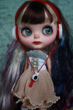 Skylar Custom Blythe doll - https://www.etsy.com/listing/192765324/skylar-ooak-custom-blythe