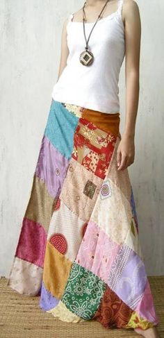 Maxi skirt outfits have been parading around since years and they are still going strong. Maxi skirts are the embodiment of femininity, style and glamour. Women of all ages and sizes can pull off a maxi skirt fashionably. Diy Clothing, Sewing Clothes, Quilted Skirt, Patchwork Skirts, Patchwork Patterns, Maxi Skirt Outfits, Diy Maxi Skirt, Maxi Skirts, Hippie Skirts