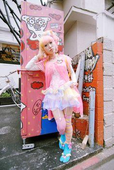Japonista Sole x Kuma Miki in Harajuku, Tokyo! Kawaii, Harajuku Fashion, Visual Kei, Star Fashion, Tokyo, Grunge, My Style, Party, Tokyo Japan