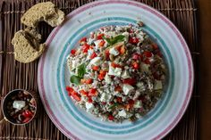 Black Eyed Peas and Rice Salad by Greek chef Akis Petretzikis. A delicious and super healthy, nutritious salad that can be served as a main dish or starter! Orzo Recipes, Greek Recipes, Salad Recipes, Rice Salad, Salad Bar, Rice And Peas, Whats For Lunch, Cooking Time, Food Porn