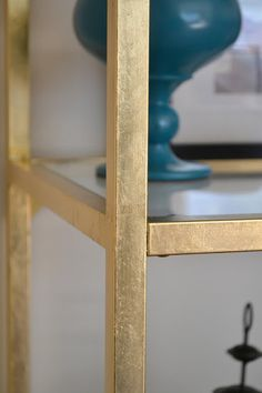 Honey Sweet Home: DIY Brass Etagere – Gold Leafed Ikea Vittsjo Hack! How to gold leaf the ikea bookcase Ikea Metal Shelves, Ikea Bookshelf Hack, Glass Shelves, Bookshelves, Bookshelf Makeover, Metallic Gold Spray Paint, Rustoleum Metallic, Diy Spray Paint, Gold Paint
