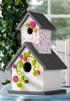 Add some pop-out flowers to your DIY birdhouse craft to make it one-of-a-kind. Perfect for spring! #modpodge #plaidcrafts