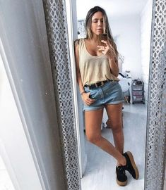 Look short jeans e tenis High School Outfits, Summer Outfits, Look Short Jeans, Denim Skirt, Jean Shorts, Feminine Style, My Outfit, Casual Looks, What To Wear