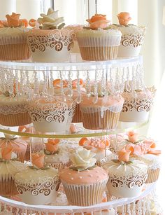 Beautiful cupcakes and presentation. This is just what I have in mind for the wedding with peach and cream frosting & flowers!