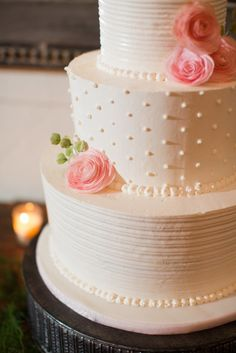 Preppy cake: http://www.stylemepretty.com/little-black-book-blog/2015/04/10/romantic-summer-wedding-at-pippin-hill-farm-vineyards/ | Photography: Katelyn James - http://katelynjames.com/