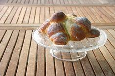 pan de muerto Baked Potato, Potatoes, Bread, Baking, Ethnic Recipes, Food, Bonbon, Pan De Muerto, Pebble Stone