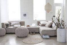 licht grijze bank woonkamer ideeen - Google zoeken