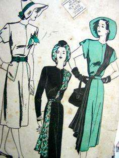 Vintage 1940's HIGH FASHION Dress Pattern 4129 - Dramatic Asymmetrical Scarf Drapery DRESS Sweeps Diagonally Across the Bodice - Bust 34 di anne8865 su Etsy https://www.etsy.com/it/listing/108352585/vintage-1940s-high-fashion-dress-pattern