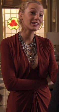 Serena van der Woodsen - love the necklace
