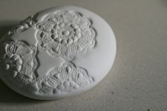 otchipotchi: love this porcelain rock.  it is so pretty.