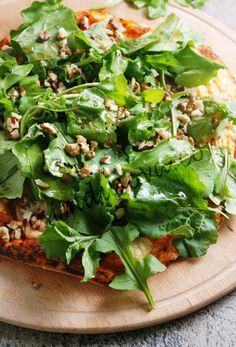 Keyfe keder: İtalyan Pizza Hamuru, Tulum peynirli, rokalı, cevizli, nar ekişili pizza - İtalian pizza dough and Pizza with a tulum cheese, rucola, wallnut and pomegranate syrup,