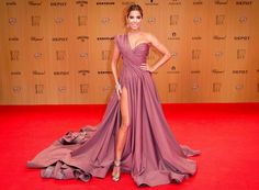 How stunning is Dutch model and presenter Sylvie Meis in one-shoulder Lever Couture?