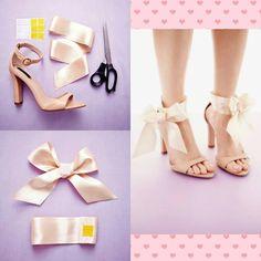 """""""Dê um up naquela sandália simples usando fitas de cetim!  Super fofa para seu noivado ou casamento romântico  *Foto: Nato Welton"""""""