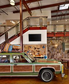 Does the car look familiar? It should. It's a fully functioning replica of the Griswold's wagon from the film National Lampoon's Vacation! Just one piece of awesomeness in the offices of rental company, HomeAway.