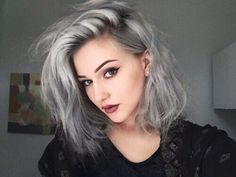 Looking for dazzling short ombre hair ideas? Find a full photo gallery and know the benefits plus cautions before you& going for short ombre hair. Diy Hairstyles, Pretty Hairstyles, Hairstyle Ideas, Grey Hairstyle, Medium Hairstyles, Grunge Hairstyles, Hairstyles Pictures, Layered Hairstyles, Hairdos